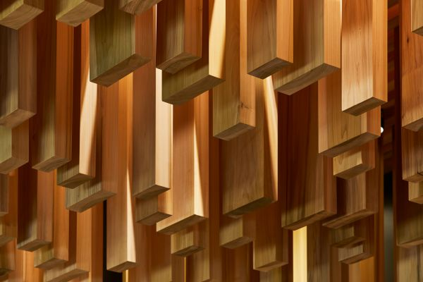 Installazione Sclera alla mostra dedicata a Sir David Adjaye al Design Museum di Londra