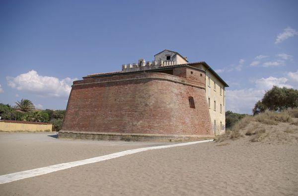 Forte di Castagneto Carducci, tra i 9 edifici inseriti  nella quarta edizione del bando Valore Paese-Fari.