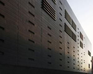 Nuova sede del Tribunale di Sorveglianza a Venezia, progettata da C+S Architects,   che si propone come lama semplice e compatta
