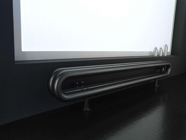 Tubone radiatore di design costituito da un anello ovale