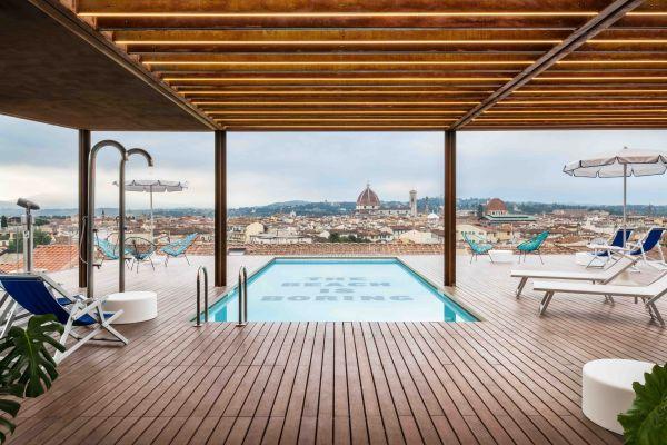 La piscina sul tetto dello Student Hotel Florence