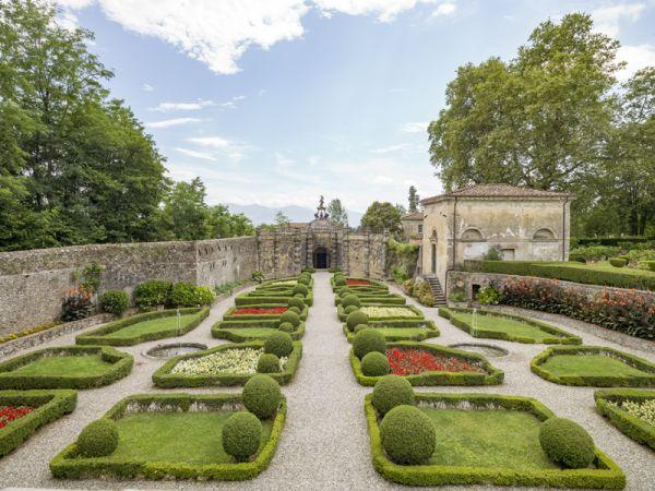Il giardino di Villa Torrigiani  - Foto Lupi - Da Ville Lucchesi