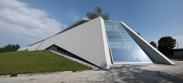 Progetto AB Medica Un edificio ispirato agli scafi delle imbarcazioni