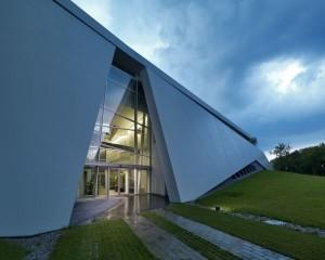 Un edificio ispirato agli scafi di imbarcazioni