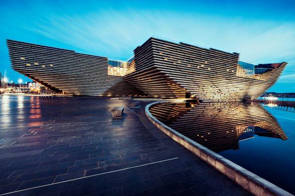 Il V&A Museum di Dundee simula il profilo delle scogliere scozzesi