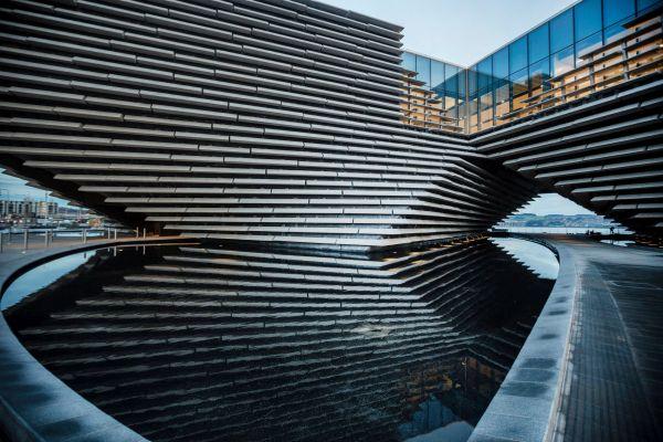 Il progetto del V&A Museum di Dundee circondato di acqua