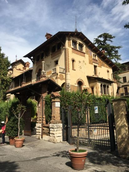 Il villino di via Olona nel quartiere Coppedé a Roma