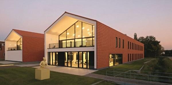 Edifici con elementi su misura