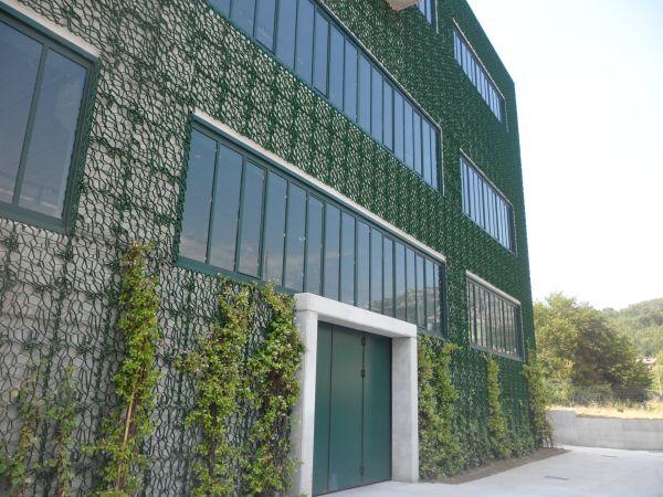 La griglia Wall-Y di Geoplast ricopre le facciate della Dacla