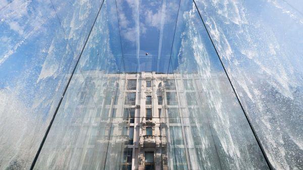 L'acqua è un elemento centrale nuovo store Apple di Milano