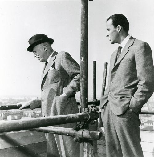 Alberto e Leopoldo Pirelli sul grattacielo Pirelli durante la sua costruzione