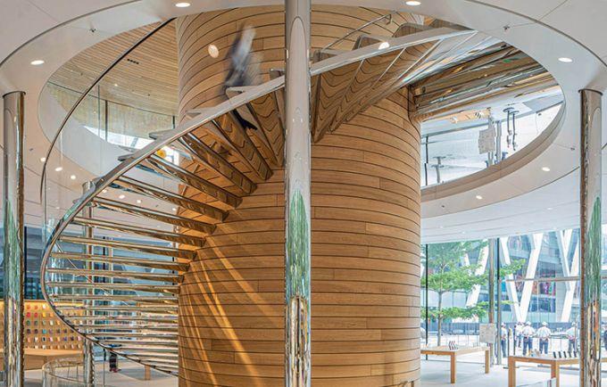 La scala a spirale a sbalzo nell'Apple Store di Foster a Bangkok
