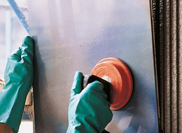 Applicazione della piastrella con adesivo a base di lattice