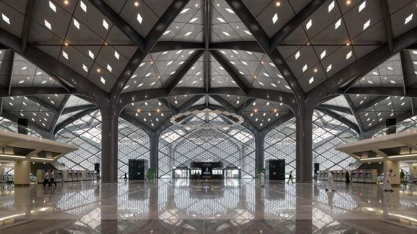Una delle stazioni ad alta velocità realizzata in Arabia da Foster + Partners