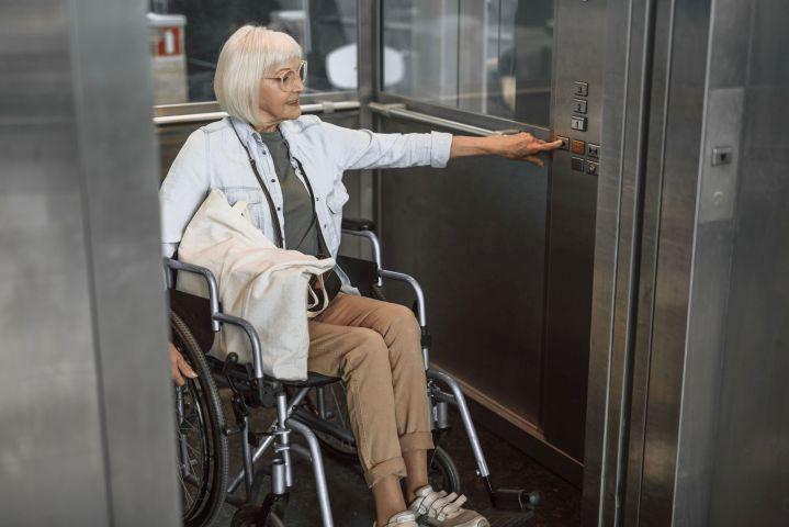 Ascensore e disabilità, cosa fare se la carrozzella non entra in ascensore