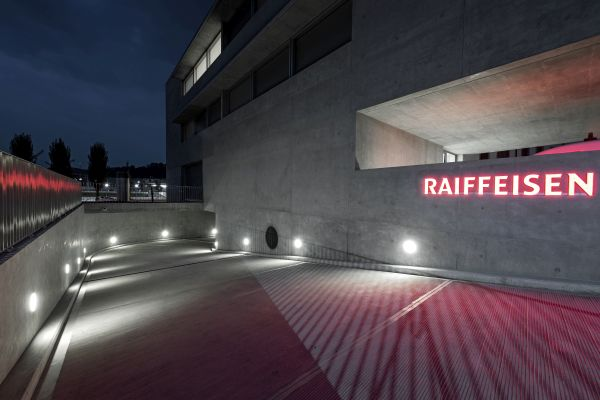 Nuovo progetto illuminotecnico per la Banca Raiffeisen a Stabio, in Svizzera