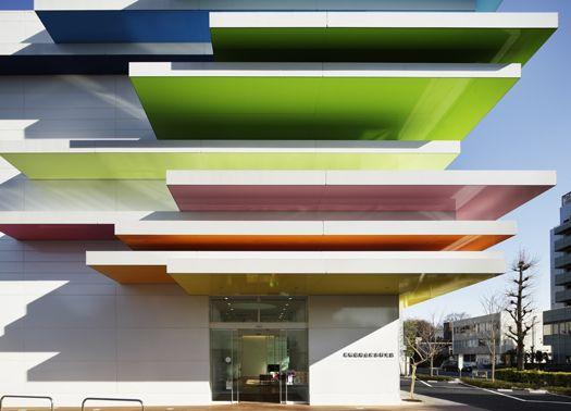 Il colore è il leitmotiv del progetto di Emmanuelle Moreaux delle sedi Sugamo Shinkin Bank