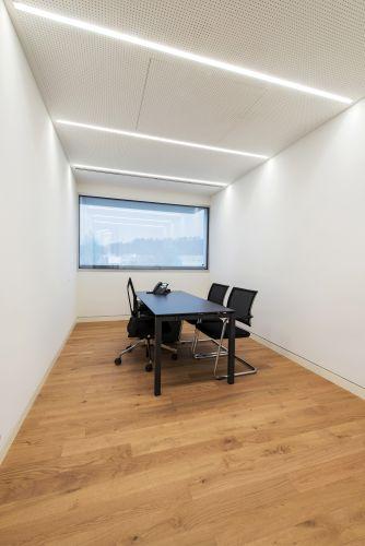 L'illuminazione della  Banca Raiffeisen a Stabio assicura il benessere per i dipendenti