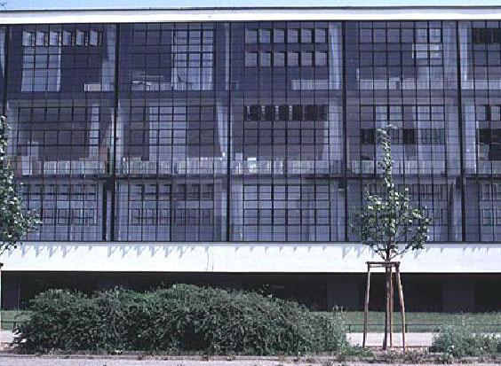 Walter Gropius: edificio del Bauhaus - Dessau, 1925