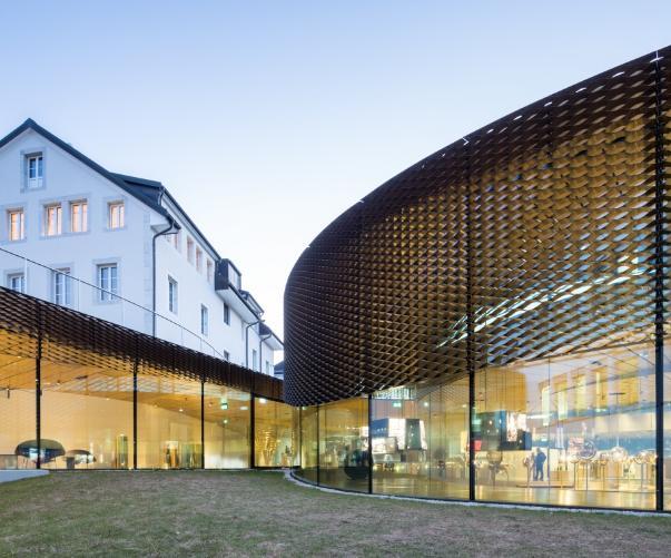 La rete in ottone che copre la superficie esterna del Musée Atelier di Audemars Piguet