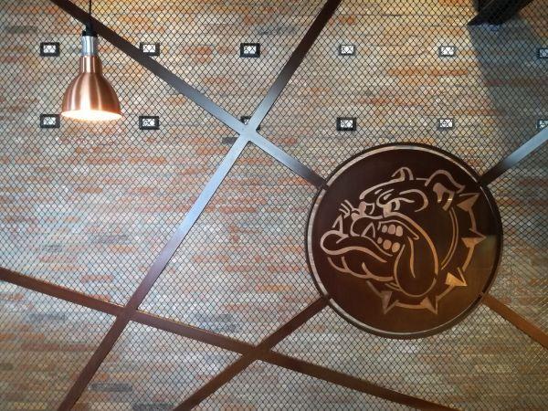 Listelli sottili della Linea Decor Terreal, nella colorazione Dogi 2.0 per il locale Bulldog di Roma