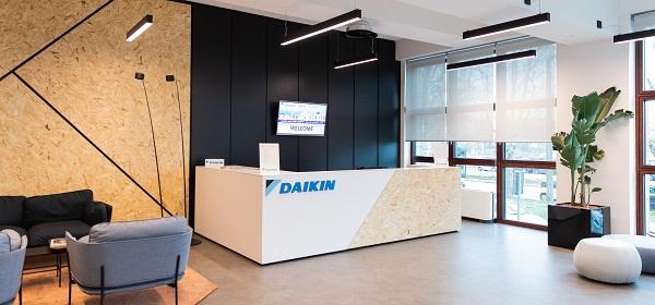 Materiali naturali per il campus Daikin