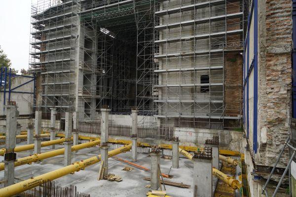 Il cantiere dei lavori di restauro del teatro Galli di Rimini