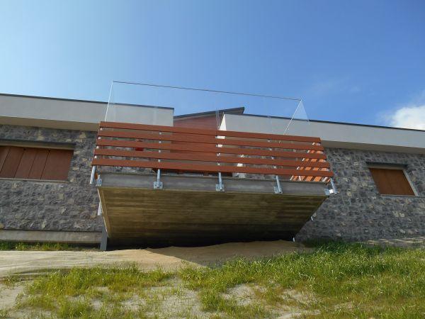 Uno dei terrazzi in affaccio sul lago di Iseo di Casa di Nicola
