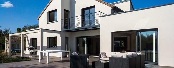 Casa di tendenza con le finestre VEKA di Finestra italiana