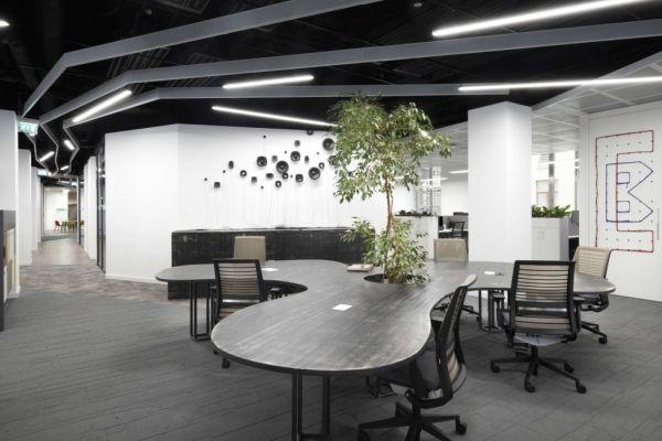 Gli interni della nuova sede CBRE incentivano il lavoro di gruppo e la condivisione.