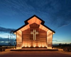 """Riutilizzo del legno di scarto per la """"Oikumene Church"""" in Indonesia"""