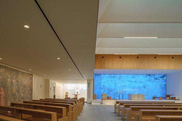 L'aula liturgica della Chiesa Resurrezione di nostro Signore a Varignano