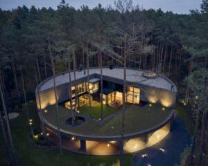 Circle wood: la casa circolare in legno che sembra un tronco d'albero