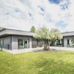 Tra noci, castagni e i resti di un'antica vigna sorge una casa Rubner Haus