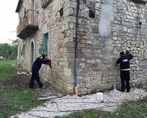 Consolidamento del nodo terreno-fondazioni di un'antica casa in sasso