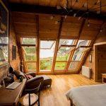 Luce naturale di qualità con le finestre a balcone di FAKRO