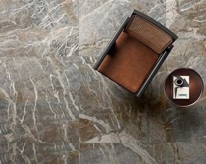 Interno4: rivestimento in gres effetto marmo