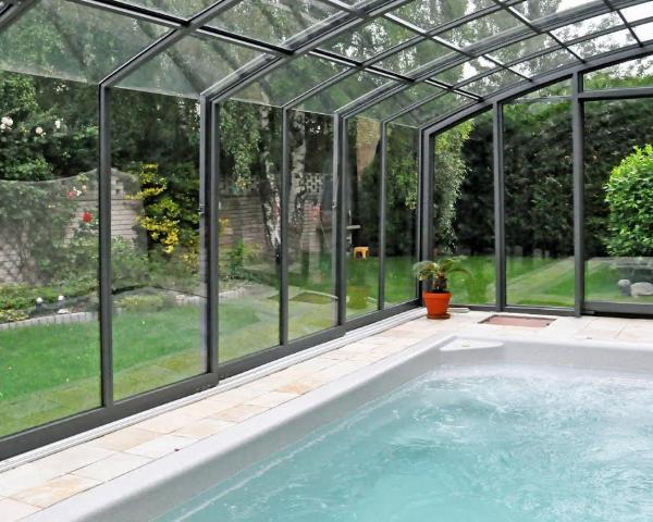 Le differenti altezze delle coperture per piscine