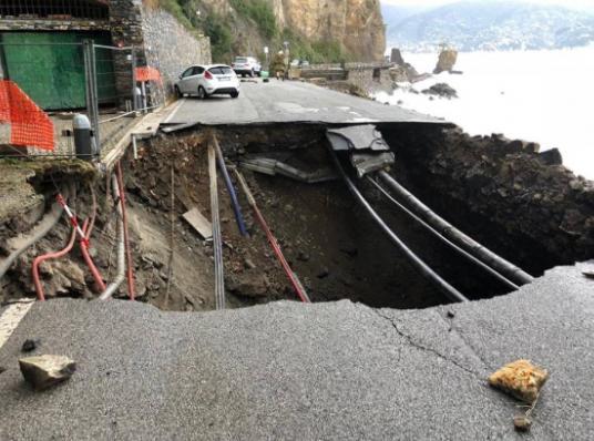 Strada crollata tra santa margherita e Portofino per il maltempo