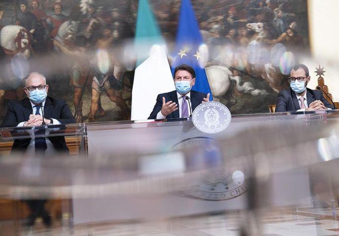 Presentato dal Presidente Giuseppe Conte e i Ministri Gualtieri e Patuanelli il Decreto Ristori