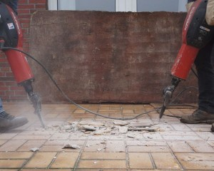 Demolizione di un immobile: comprese anche le opere aggiunte al manufatto