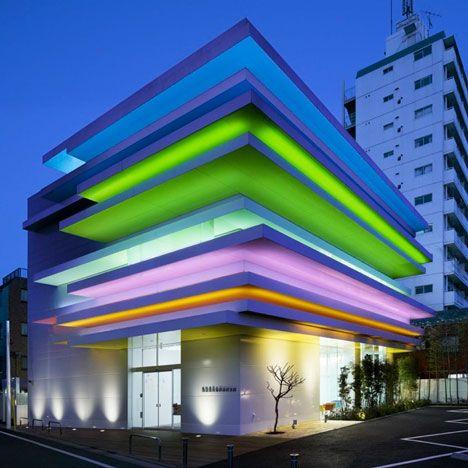 Emmanuelle Moreaux progetta le sedi di Sugamo Shinkin Bank a colori
