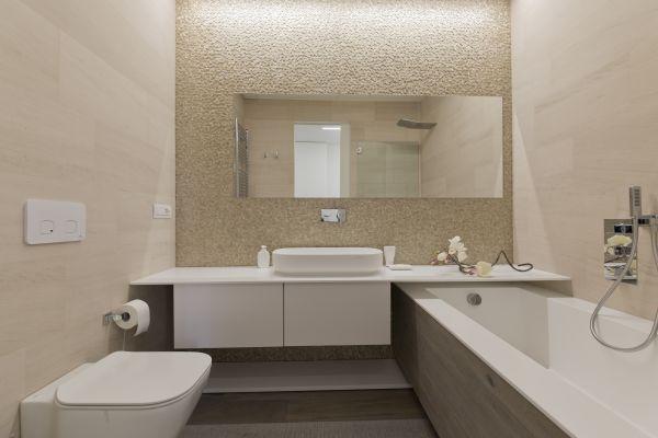 Bagno padronale dell'abitazione temporary realizzata in via Dogana a Milano