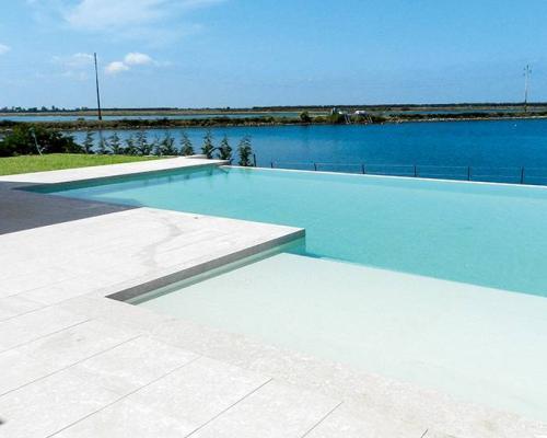 Gres porcellanato antiscivolo per piscine