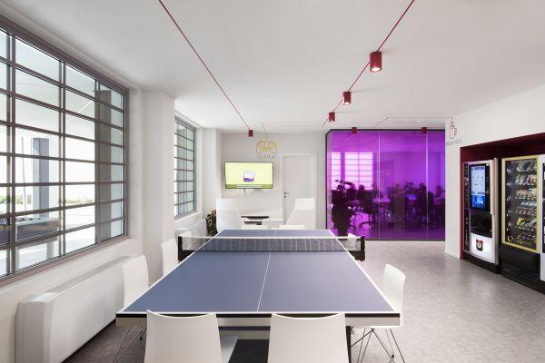 Area relax nella sede Econocom con il ping-pong