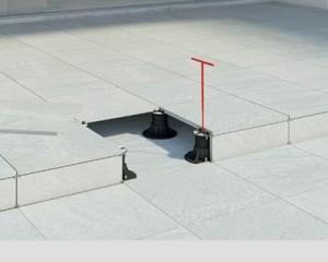 Pavimento sopraelevato con clip bordo verticale