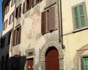 Piogge acide e durabilità dei rivestimenti di facciata