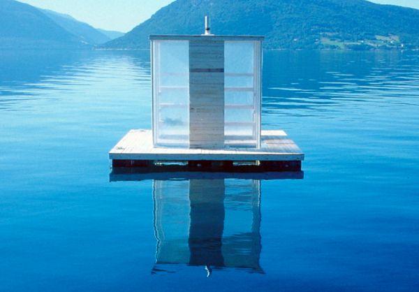 Floating Sauna è una sauna galleggiante, installata in Norvegia.
