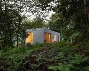 Forja House, una casa geometrica nel cuore della natura portoghese