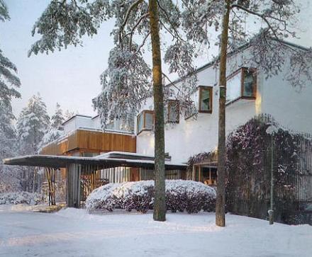 Villa Mairea a Noormarkku in Finlandia: finestre a sporto